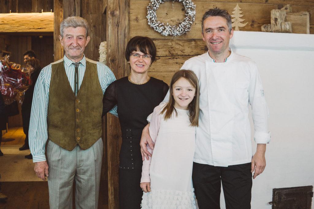 La famiglia Dariz: Luigi con il padre Aurelio, la moglie Cristina e la figlia Karin