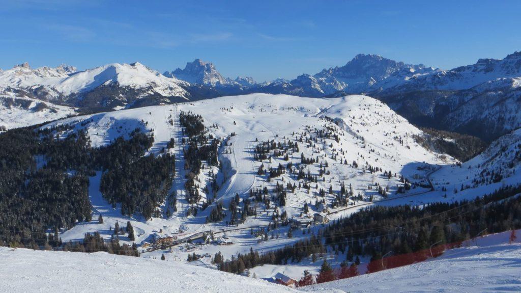 Campolongo tra Corvara e Arabba in inverno - foto Dolomiti Review