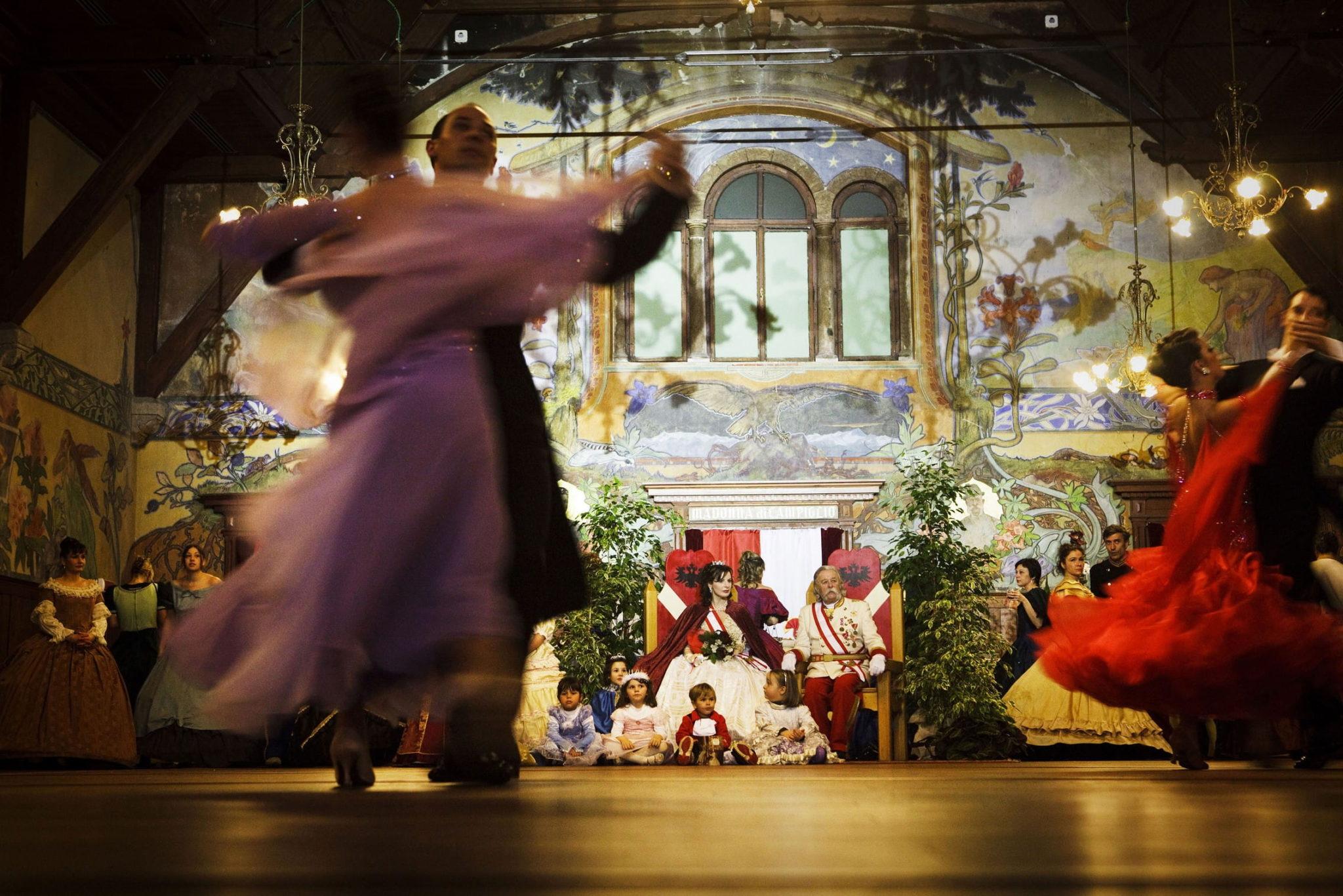 Ballo di Carnevale - foto Jonas Bendiksen