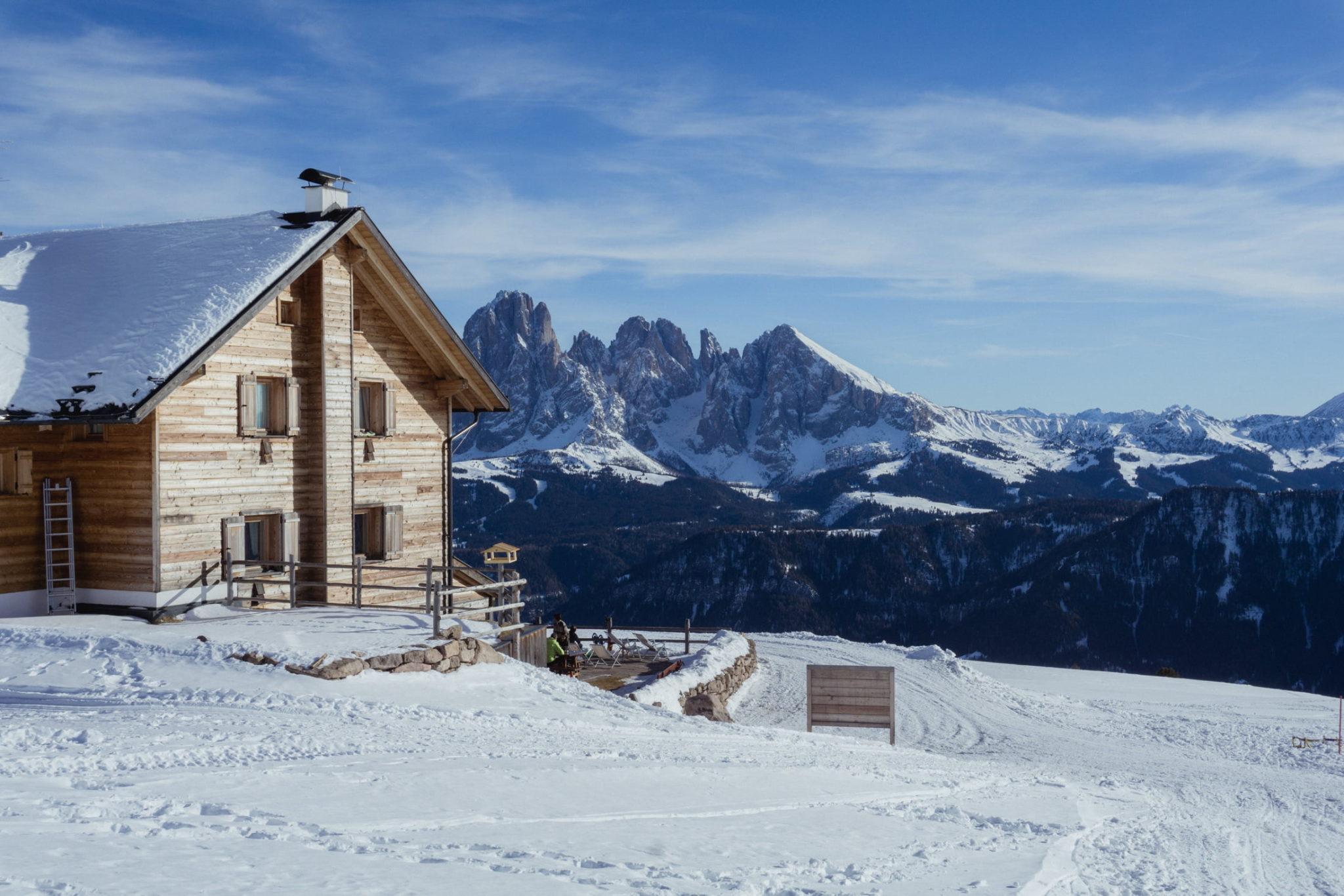 Panorama invernale dal Rifugio Resciesa - Foto © Dolomiti Review