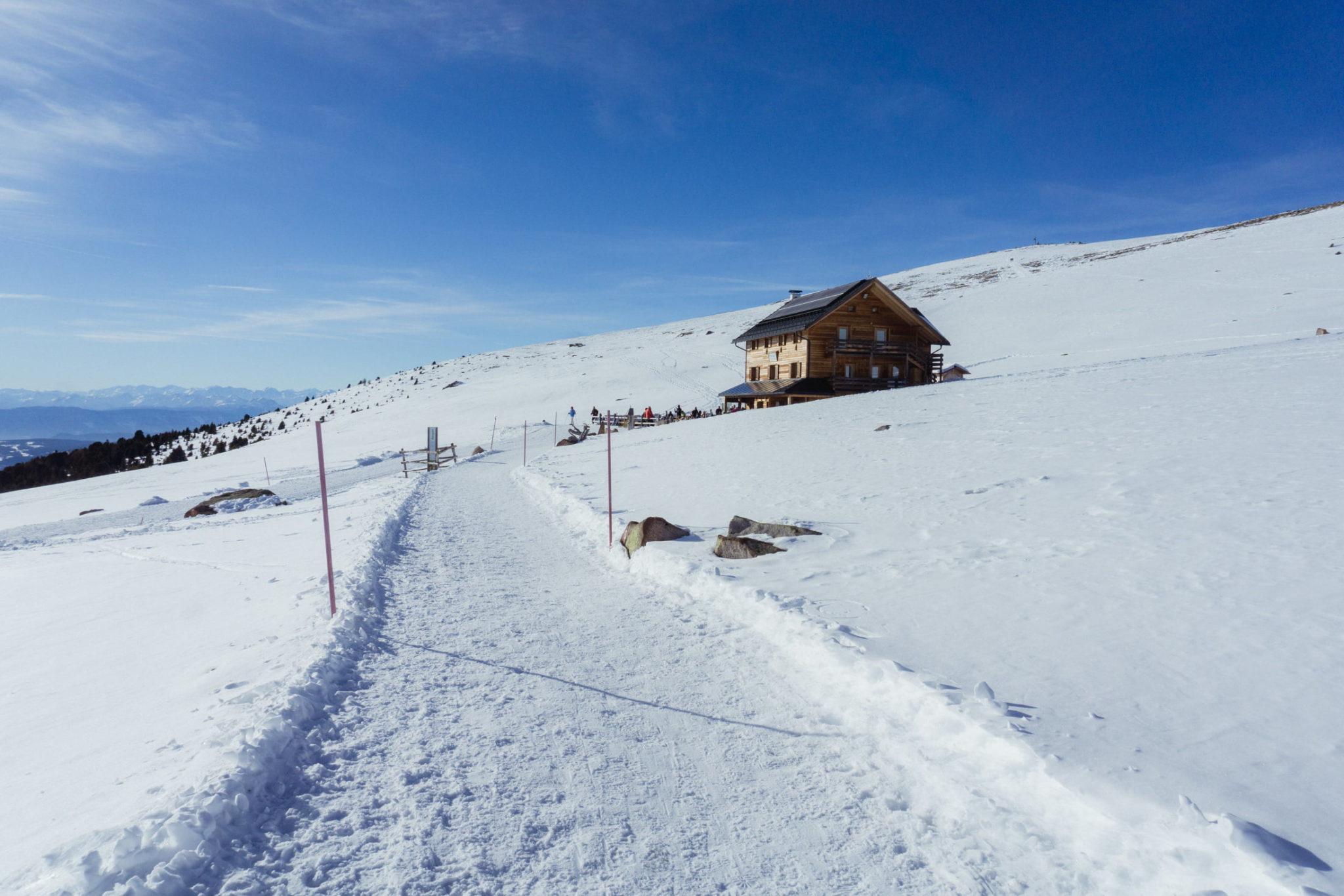 Rifugio Resciesa in inverno - Foto © Dolomiti Review