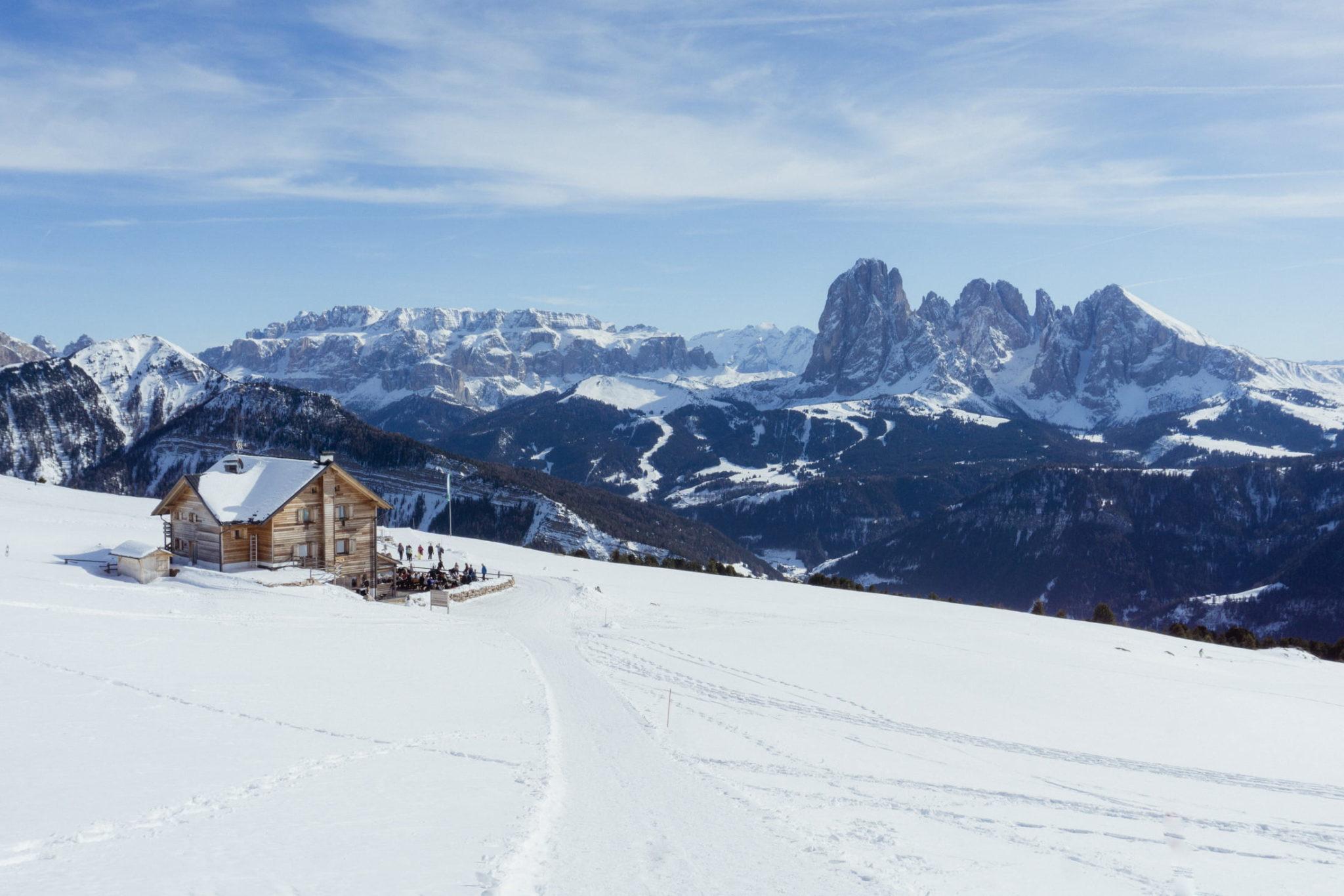Il Rifugio Resciesa in inverno - Foto © Dolomiti Review