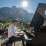 Pianista fuori posto in Alta Badia - foto Freddy Planinschek