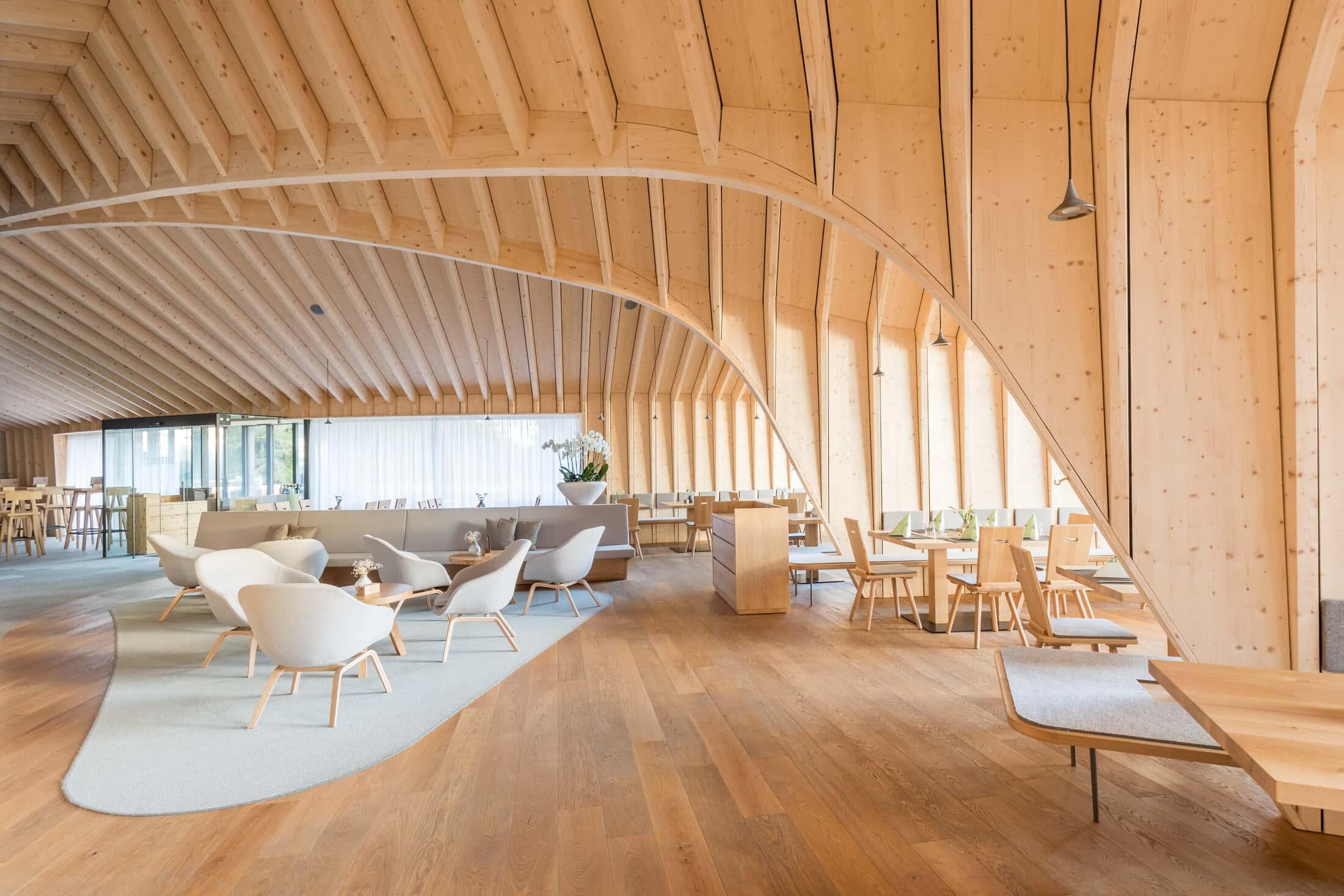Gli interni del Rifugio Oberholz - foto Günther Pichler