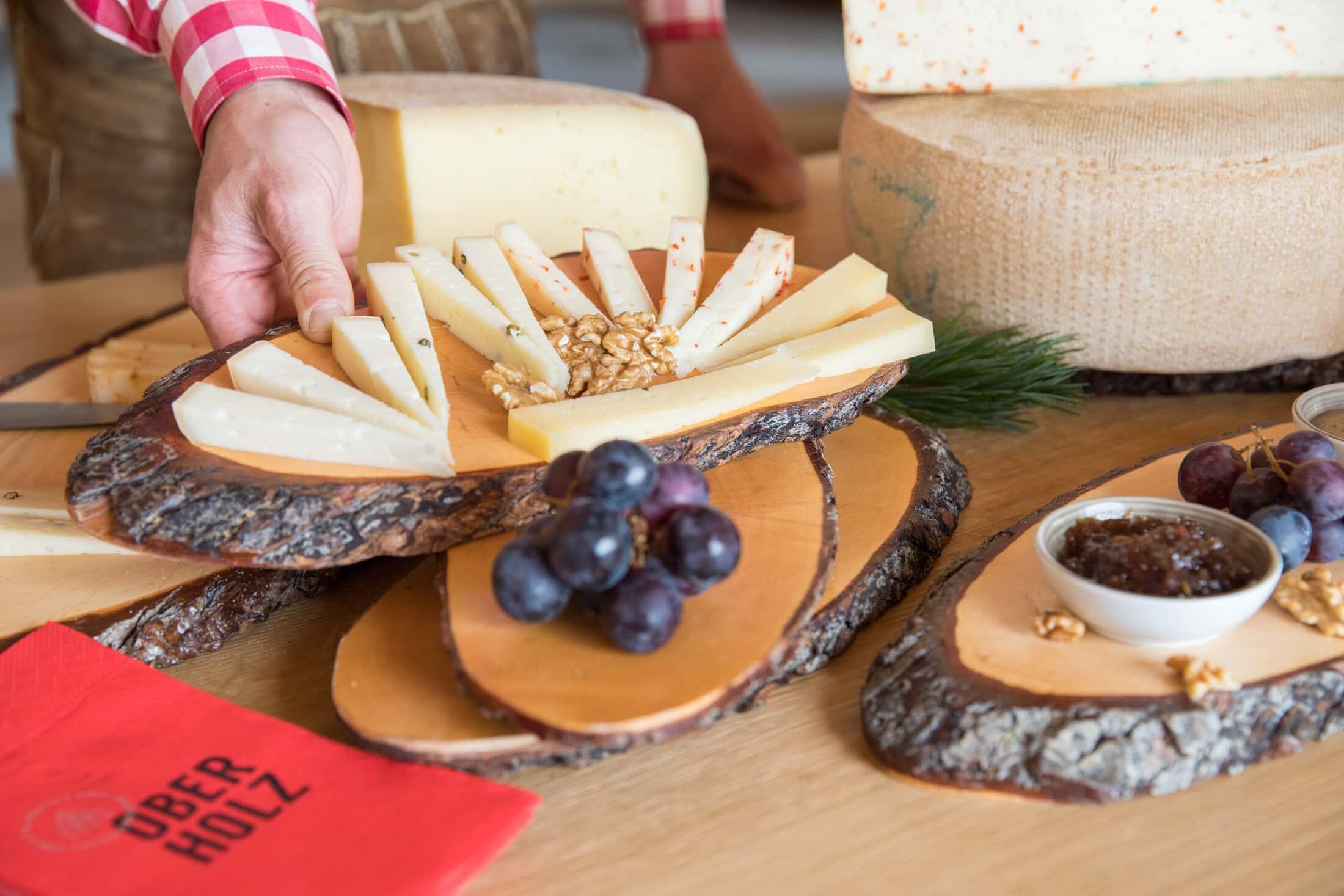 Tagliere di formaggi tipici - foto Günther Pichler