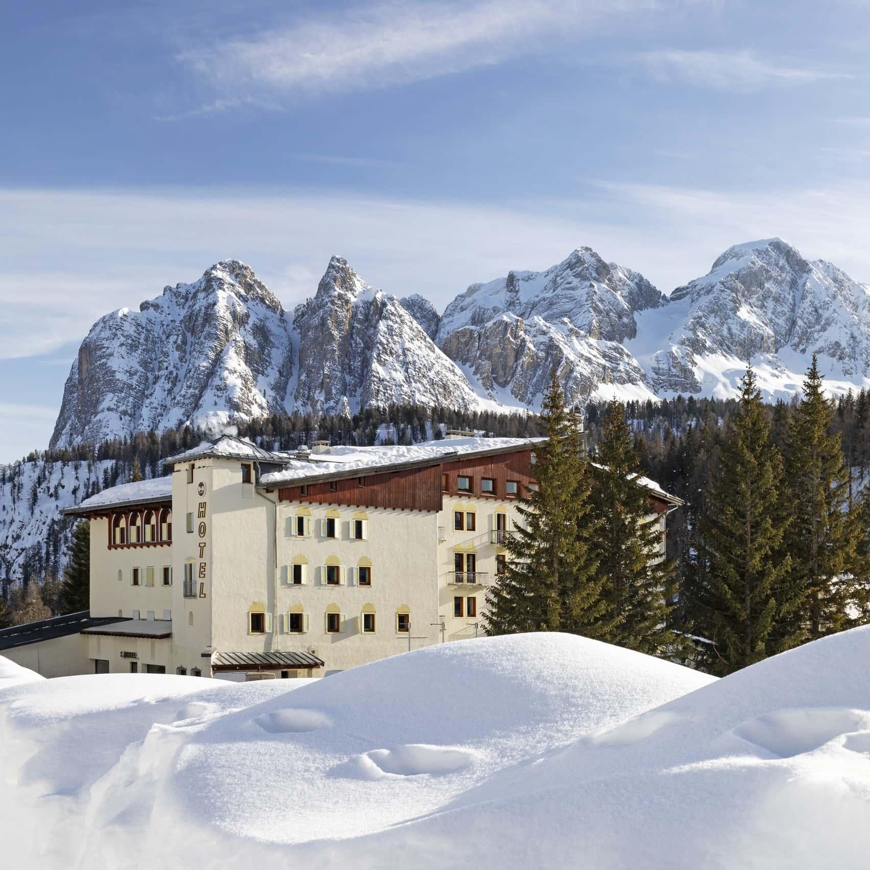 Novità a Cortina: aperto il nuovo hotel sul Passo Tre Croci